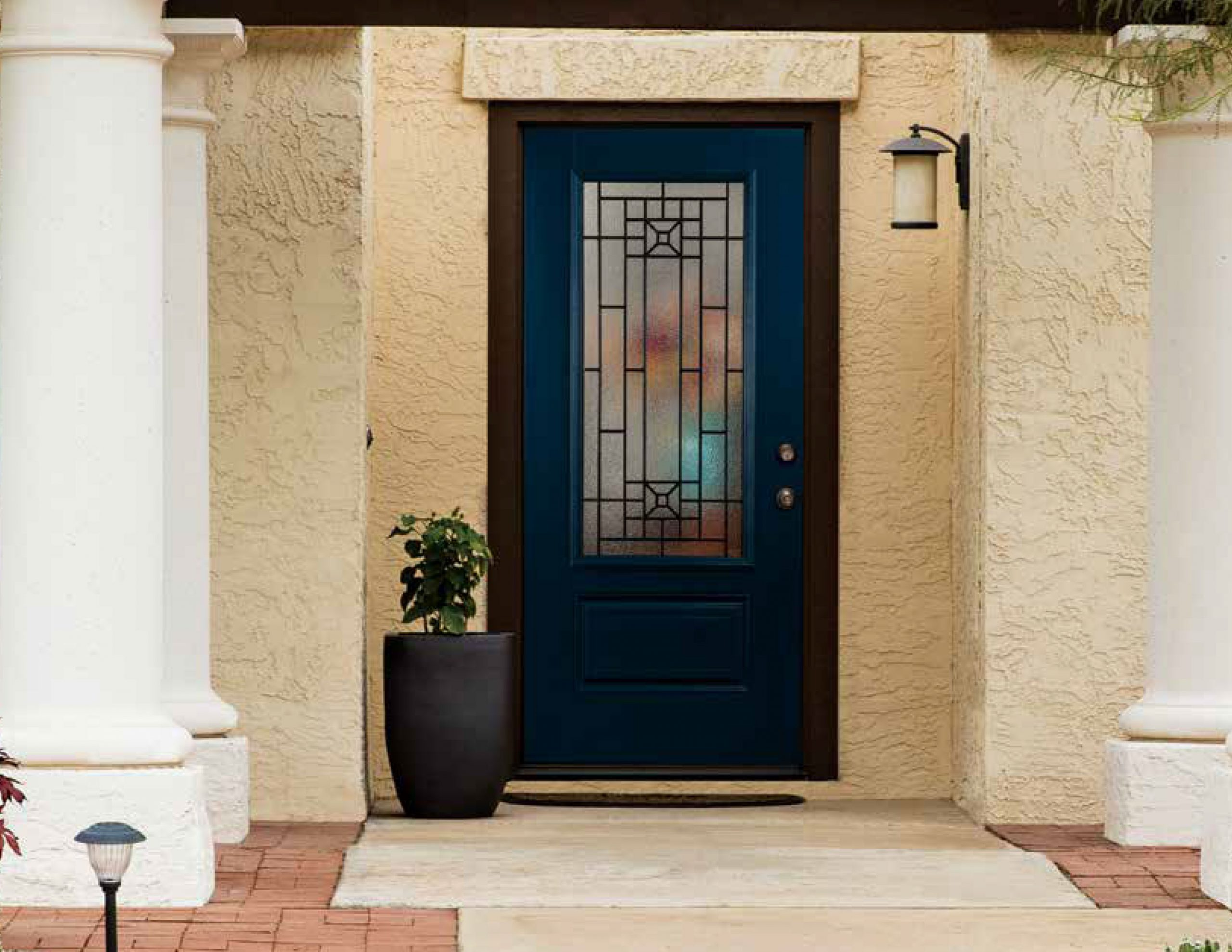 Read more about the article A Brief Guide to Fixing Your Entry Doors for a Classy Exterior